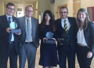 Los docentes galardonados junto al director del departamento de Ciencia Jurídica y la secretaria de la comisión de Evaluación Docentia